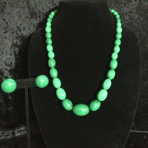 Jewelry - Vintage green necklace and earring set. (j002)